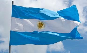 Revelaron el color original de la bandera argentina