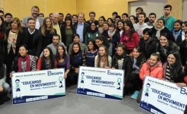 Más de 10.000 estudiantes comenzaron a cobrar las becas provinciales con el 30 por ciento de incremento