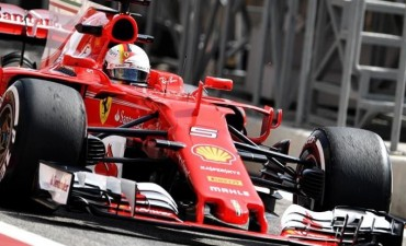 Vettel dominó unos libres muy disputados en Bahréin