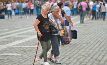 Según la UCA, el 37,8% de los mayores de 60 años no llega a fin de mes