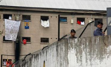 Presos protestan en varias cárceles por posibles cambios en salidas transitorias