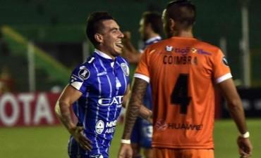 Godoy Cruz consiguió una victoria en Bolivia y está a un paso de la clasificación
