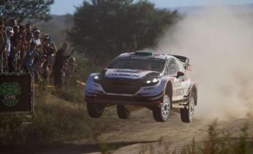 Elfyn Evans desplazó a Sebastien Ogier y lidera el Rally de Argentina