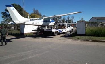 Imágenes - Video : Así depositaban la avioneta caída en Federal en la Seccional de Gendarmeria .