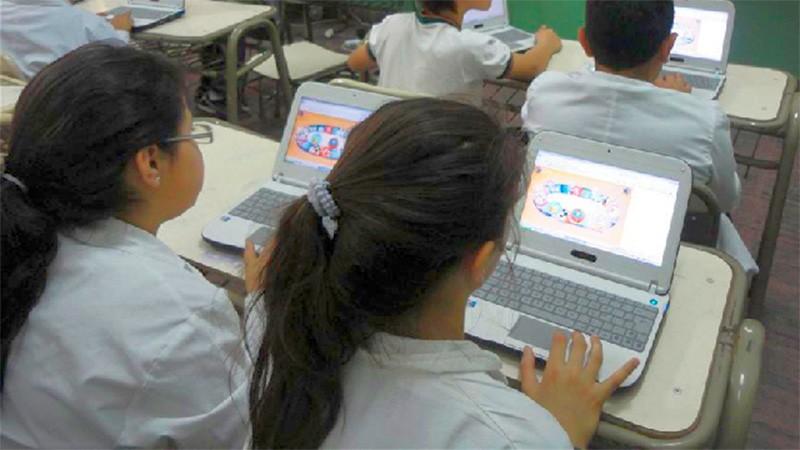 Adiós al aula analógica: Avanzarán con la alfabetización digital en el país