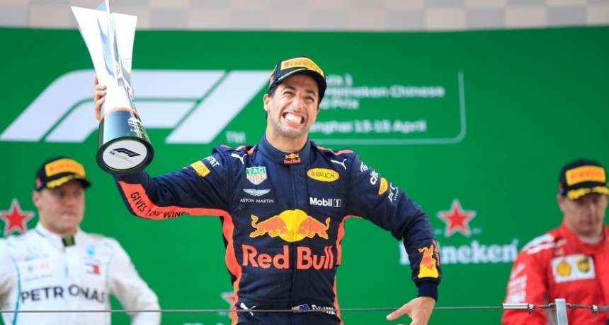 Daniel Ricciardo se quedó con el Gran Premio de China tras una carrera accidentada