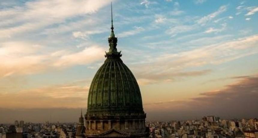 ¿Cómo se compone el sueldo de un legislador y qué pasa con los pasajes?
