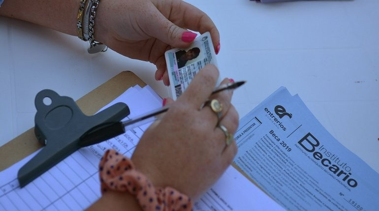 El Instituto Becario pagará un mes más a los estudiantes secundarios