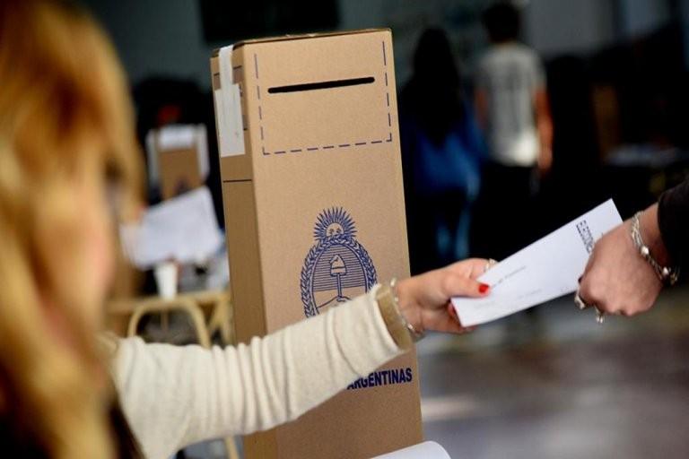 Quienes no hayan votado en las elecciones PASO deben justificar la no emisión del voto