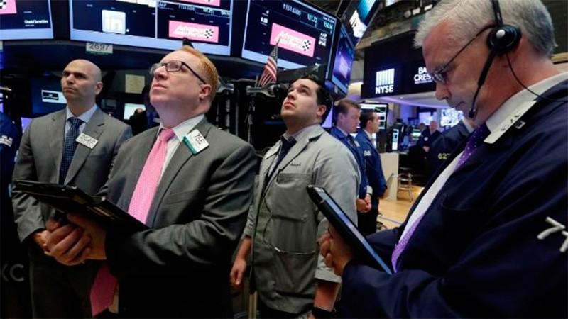 Se dispara el riesgo país y las acciones bajan hasta 7% en Wall Street