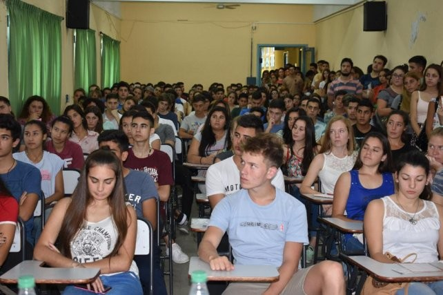 Más jóvenes eligieron este año la oferta educativa superior y gratuita
