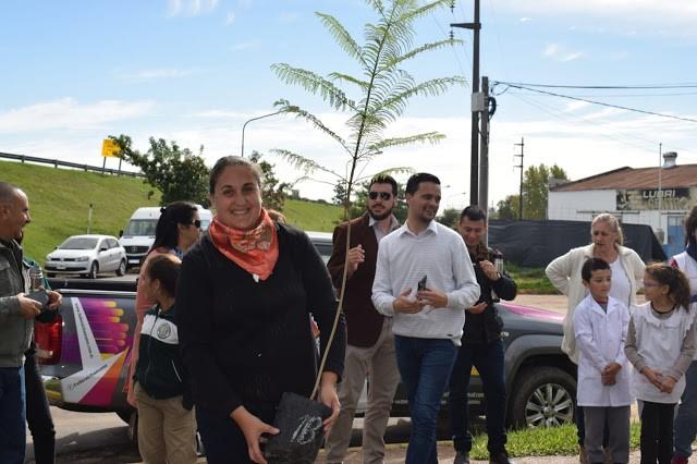 ENTREGA DE ÁRBOLES A INSTITUCIONES EDUCATIVAS