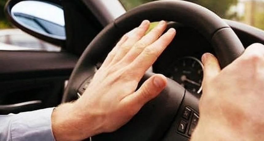 Conductores ruidosos: sólo 1 de cada 10 sabe cuándo está permitido tocar la bocina