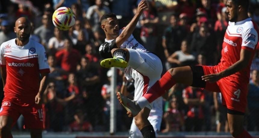 Patronato es de Primera: Ganó en el Grella y mantuvo su plaza en la Superliga