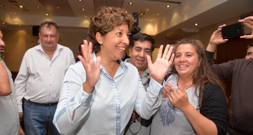 Carreras, electa gobernadora de Río Negro: El FpV segundo y Cambiemos tercero