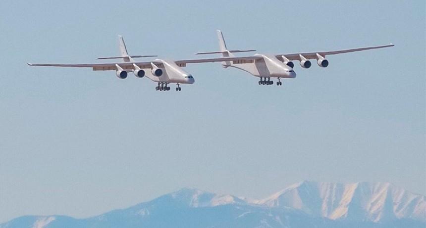 Fotos y videos: El avión más grande del mundo concretó su primer vuelo