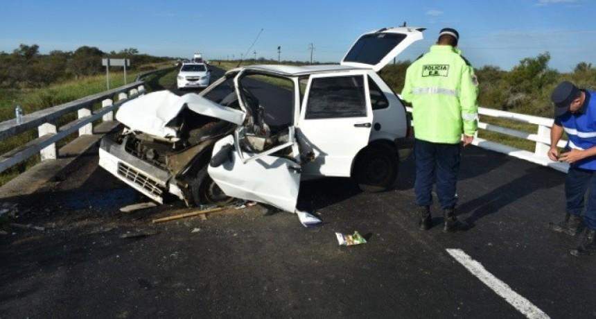 Falleció un hombre tras chocar con su auto contra las barandas de un puente