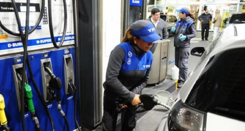 Comenzaron los aumentos de precios en combustibles: YPF un 4% y Axion un 6%