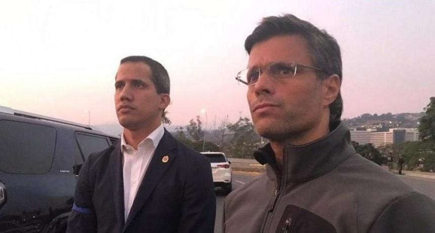 Tensión en Venezuela: fuerzas antichavistas liberaron a López y Guaidó llamó
