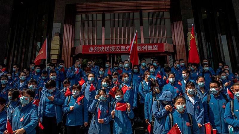 Wuhan se prepara para el fin de la cuarentena y rinde honor a los médicos