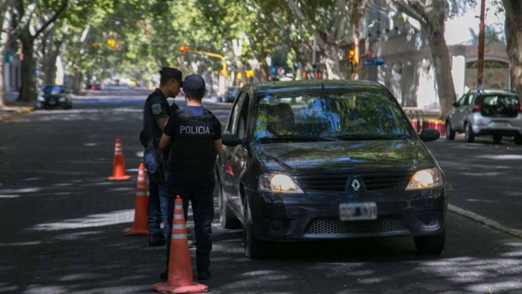 Cuarentena: Atribuciones policiales y derechos de ciudadanos en los controles