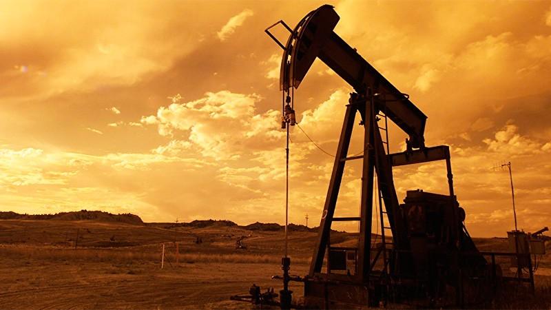 Derrumbe del petróleo: A qué se debe y qué sucederá con las naftas