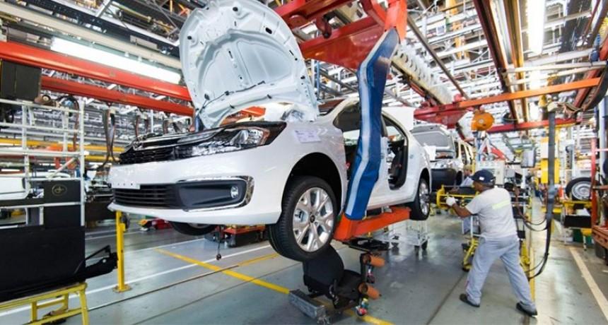 La producción de autos cayó un 34% en marzo por la paralización del sector