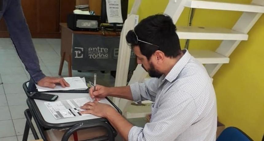 Federal : Entrega de material impreso para la educación en casa
