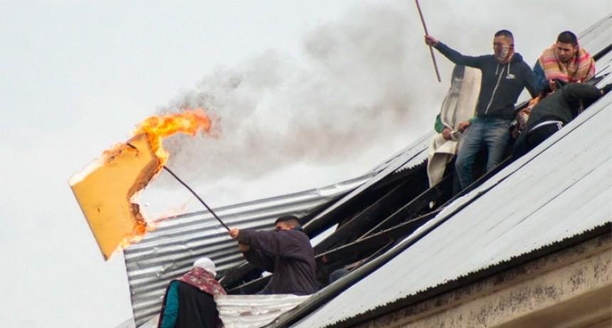 Impactantes fotos del motín en cárcel de Buenos Aires: Reclaman ser liberados