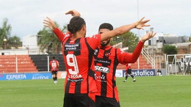 Patronato continúa en levantada y goleó a Gimnasia 4 a 1 en el Grella