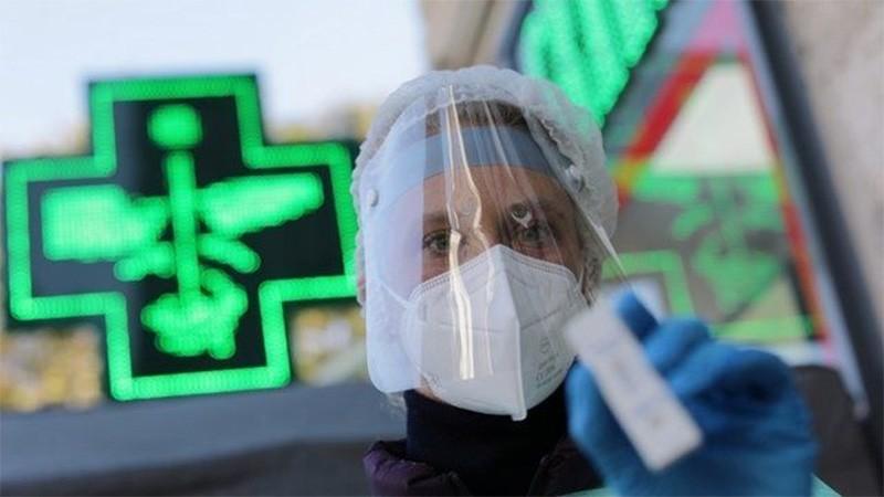"""La Sputnik V """"genera anticuerpos en el 94% de los vacunados con una sola dosis"""""""
