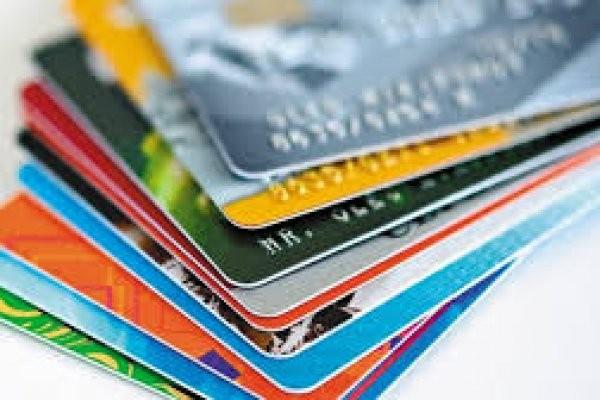 Tarjetas de crédito: La tasa de financiación para las 12 cuotas fijas subió al 132 por ciento