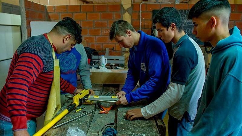 Proponen beneficios impositivos por contratar graduados en escuelas técnicas