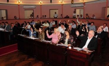 Diputados define si toma medidas contra Almará