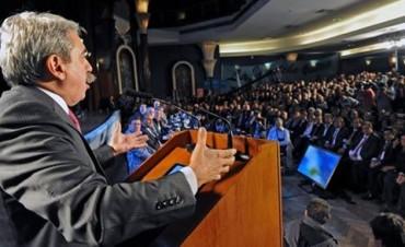 Anibal Fernandez: Los precandidatos que no miden deben dar un paso al costado