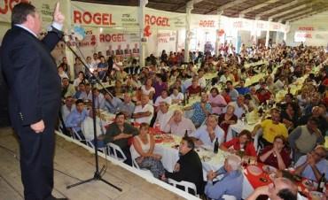Rogel presentó su precandidatura a Gobernador ante una multitud