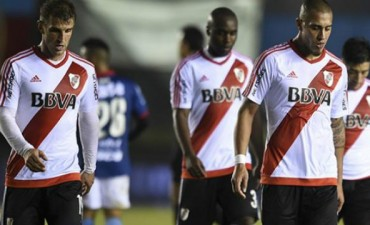 Arsenal derrotó a River sobre el final en Sarandí