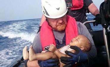 La imagen de otro bebé ahogado en un naufragio conmueve al mundo