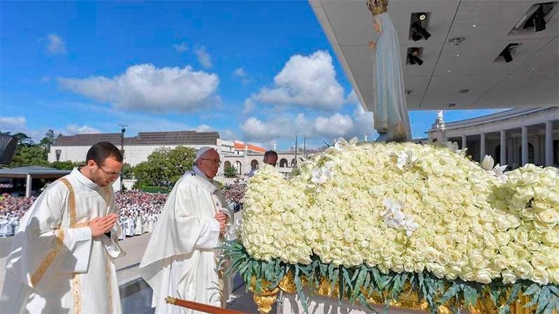 Ante una multitud, el Papa proclamó santos a dos de los pastorcitos de Fátima