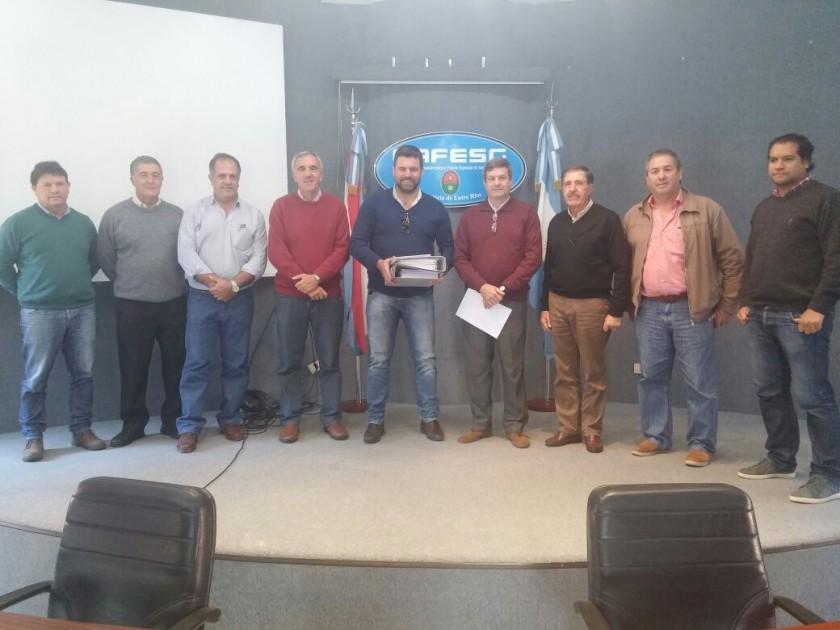EL INTENDENTE MUNICIPAL RECIBIÓ DOS IMPORTANTES PROYECTOS  ELABORADOS POR TECNICOS DE CAFESG