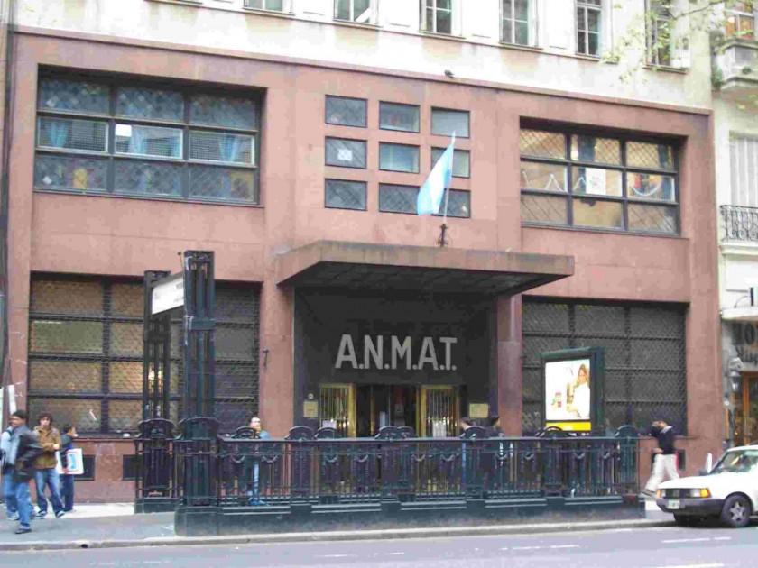 La Anmat prohibió la comercialización de una bebida y de un suplemento dietario