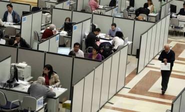 Eliminan 12 mil empleos públicos pero no se animan a comunicarlo