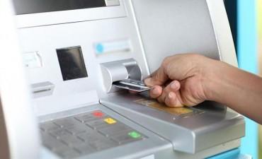 Comercios y estaciones de servicio podrán tener cajeros automáticos propios