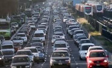 Buscan reducir en 10 km/h la velocidad máxima en calles, rutas y autopistas