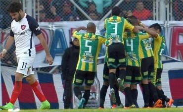 Aldosivi derrotó a San Lorenzo, le dio una mano grande a Boca, y toma aire en los promedios
