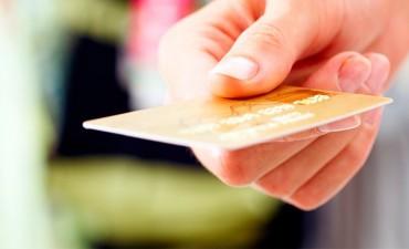 Cayeron los pagos con tarjeta de débito y se compra menos en cuotas