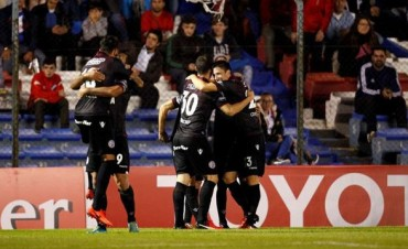 Lanús triunfó en Uruguay y finalizó en la cima de su Grupo en la Copa Libertadores