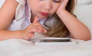 Estudio médico comprobó que el uso del celular causa trastornos en los chicos