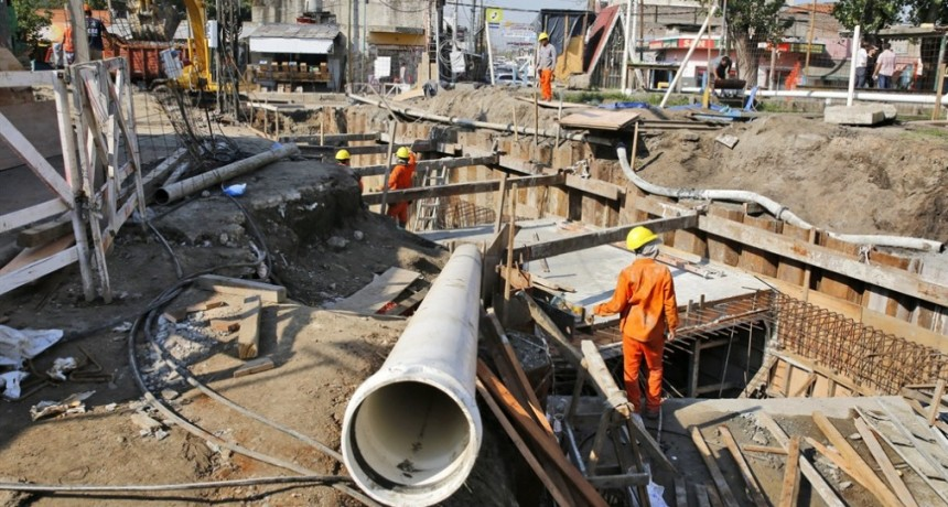 Obra pública: se recortará la mitad de la inversión prevista