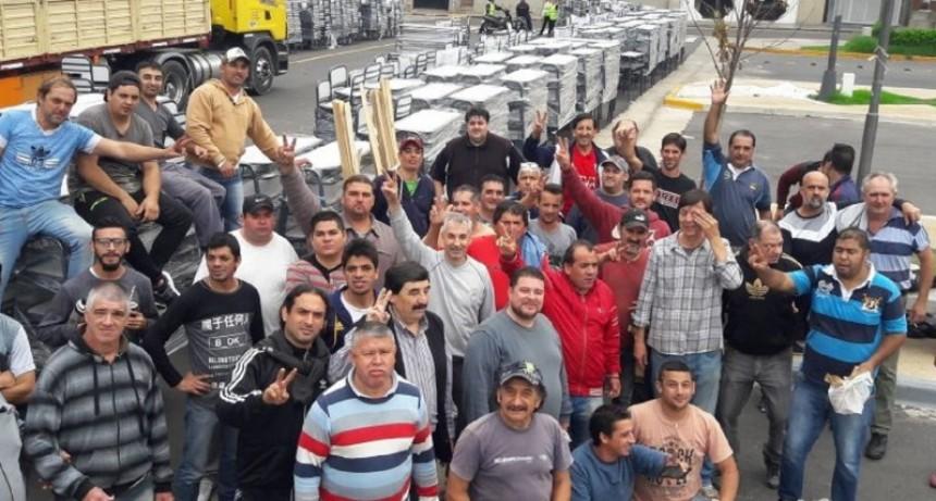 Este lunes comienza la entrega de mobiliario a 171 escuelas públicas